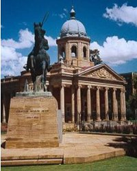 Use our Bloemfontein shuttle service to visit the Flower Fountain